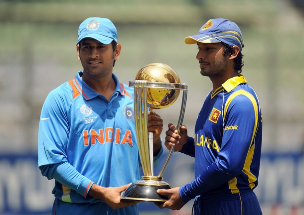 Ms+dhoni+with+world+cup+2011+trophy